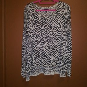 Over-size scoop-neck top, size M to L